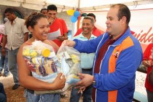Alcalde entrego cestas alimentacion en Jornada Socilista