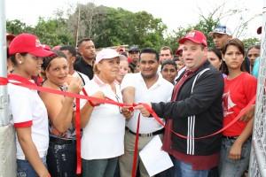 Alcalde y consejo comunal inaguraron la cancha