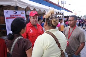 Alcalde presente en gran mega mercal en la plaza bolivar