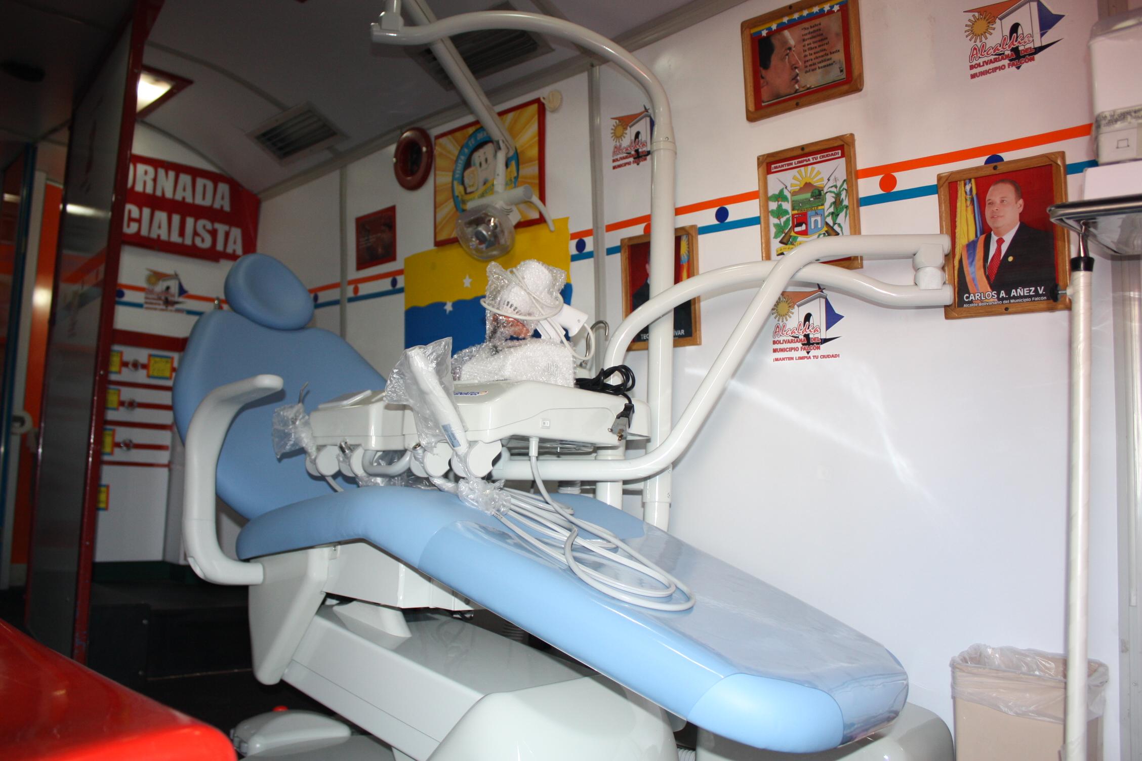 Cami recibi donaci n de una silla odontol gica por parte for Silla odontologica