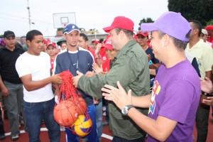 Alcalde junto a jackson paez candito a la asmblea por el PSUV