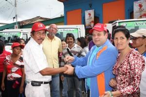 Alcalde hacia entrega de los compactadores